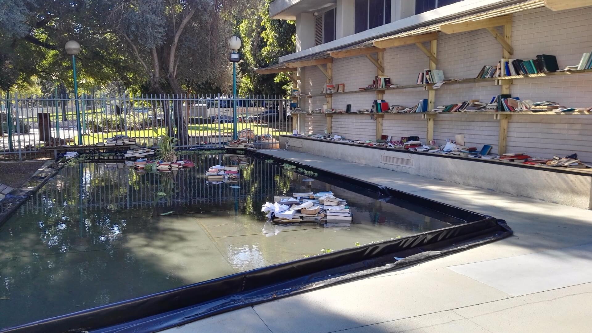 ״ספרים בנהר עמוק, אלוהים״, אביטל גבע, להמלצה על תערוכה דנה