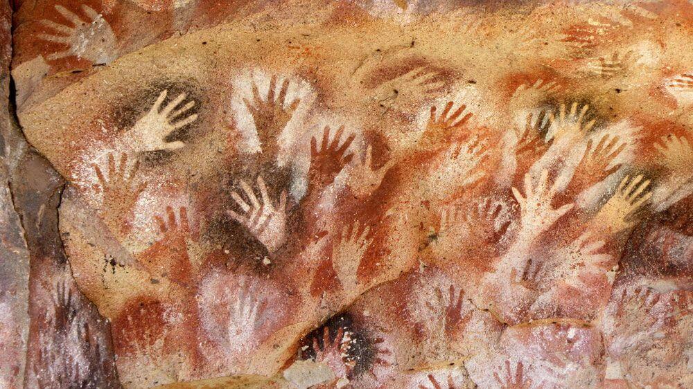ציורי כפות ידיים במערת לאס מאנוס 10,000 לפנהס לערך