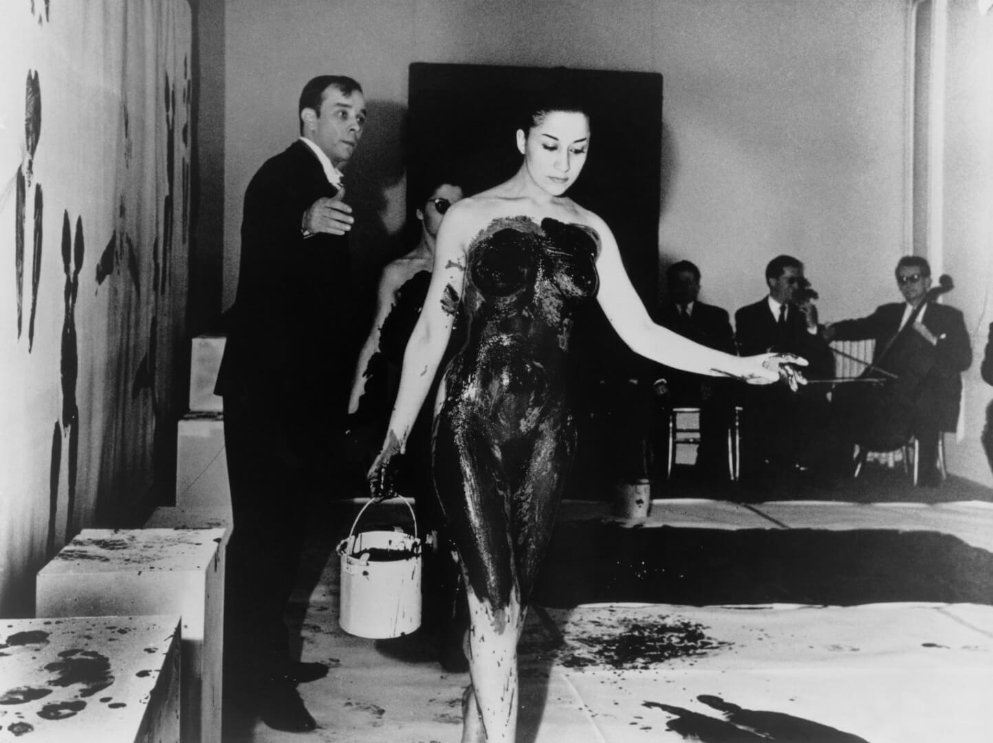 הפנינג- איב קליין, אנתרופומורפיה של התקופה הכחולה, 1961