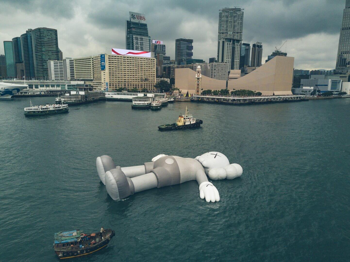 kaws-sculpture-hong-kong-harbor