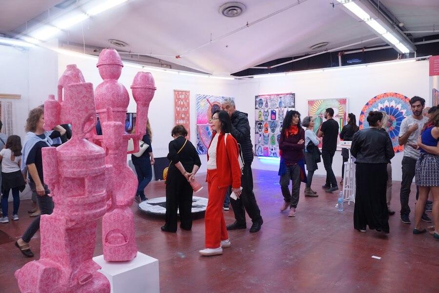 מבקרים-ביריד-העיצוב-והאומנות-צבע-טרי
