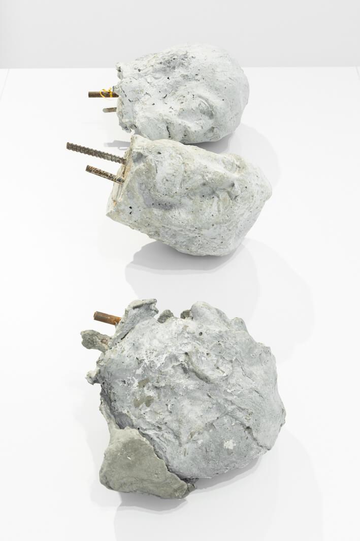 ארז ישראלי, ללא כותרת, 2010, יציקת בטון, ברזל