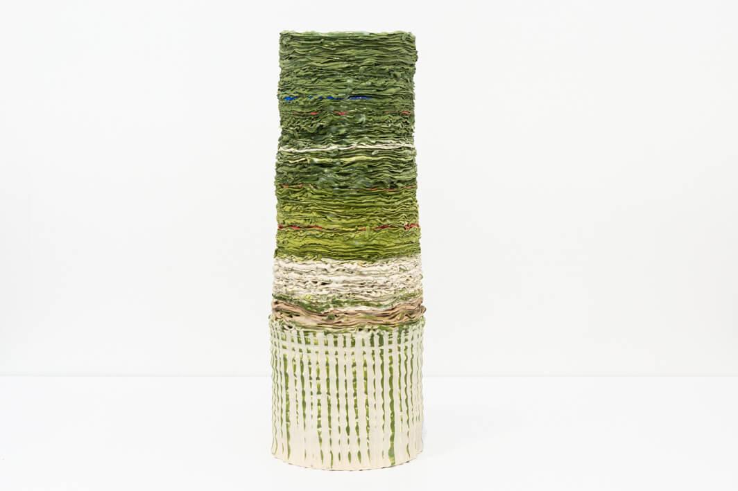 עירית אבא, כלי ירוק, 2009, פורצלן, פייפר קליי צבעוני בעבודת אובניים וזילוף, פיגמנט, זיגוג וחריטה