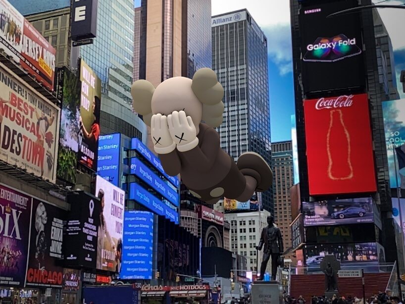kaws-augmented-reality-expanded-holiday-exhibition-designboom-1