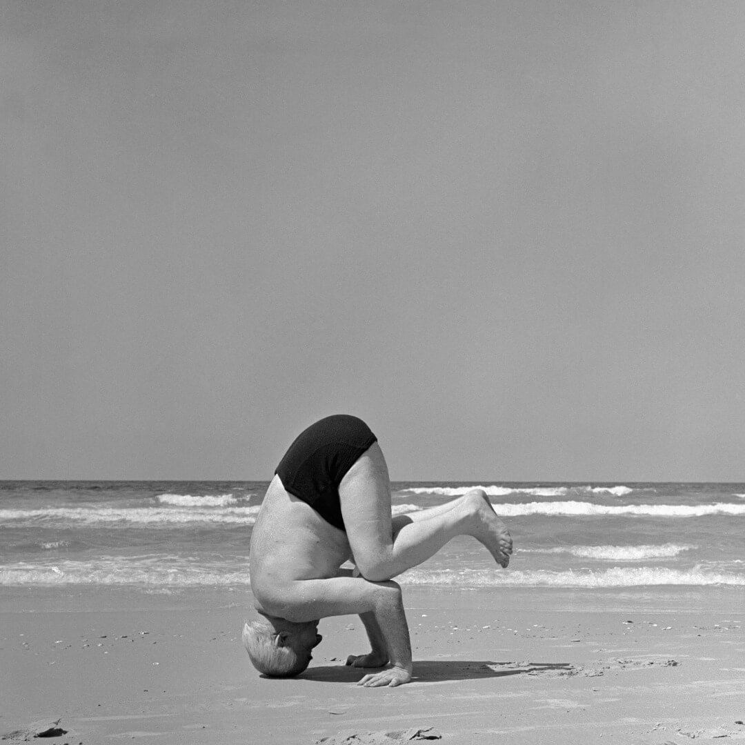 Ben Gurion stands on his head. Tel Aviv beach.Photographer: Paul Newman